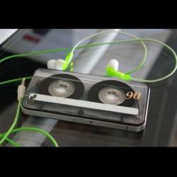 カセットテープ型のかっこいいiphoneケース